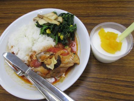 昼食会の一品。杏仁豆腐は絶品!