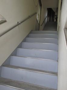 本郷の森銀杏企画2階へいく階段2015年