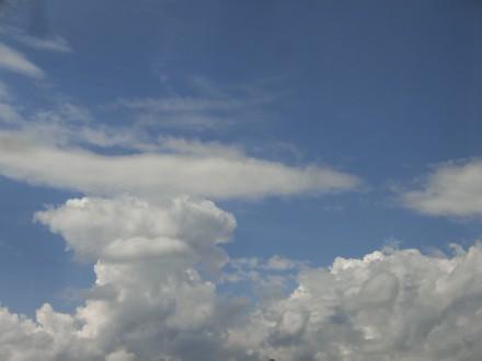 空、雲。バスハイク日和の天気