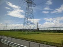鉄塔、田んぼ、空