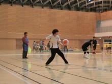 バレーボール練習試合でサーブ