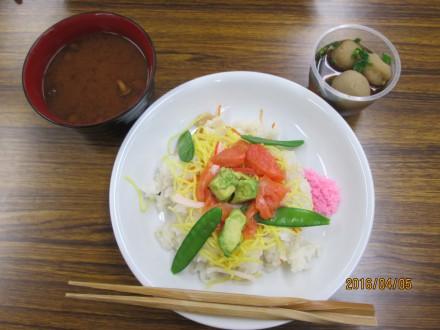 ちらし寿司に里芋の煮物、なめこの味噌汁