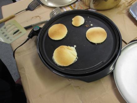 ホットプレートでパンケーキ!
