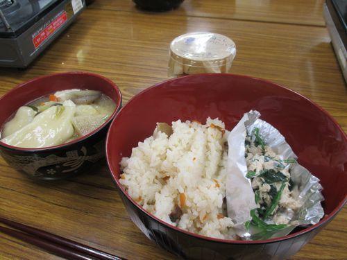 松茸ご飯とすいとんでお昼ご飯の完成!