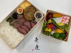昼食会のお弁当(肉とサラダ)