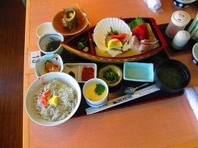江ノ島「貝作」魚のお刺身、名物しらす丼、サザエのつぼ焼き、茶碗蒸し
