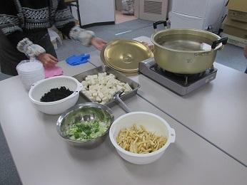 お味噌汁は手作りで準備