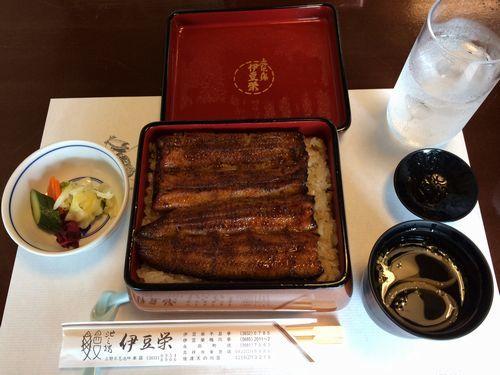 伊豆栄でうな重竹コースを注文